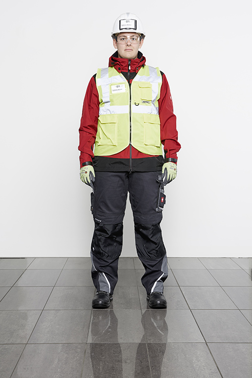 presentation of complete safety clothing from the front